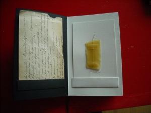 vecchia lettera, cera d'api e filo d'oro