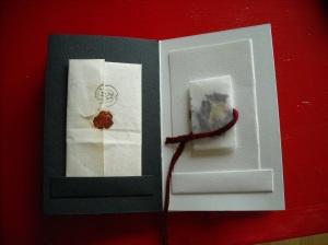 lettera antica, petali di acanto, carta da lucido, velina