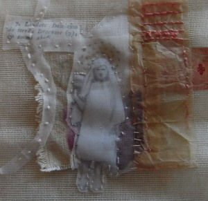 gloria! foto d'epoca su tarlatana, carte decorate, organza di cotone, ricamo